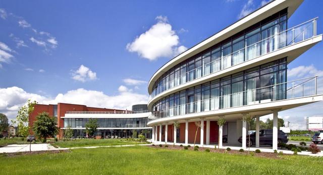 roben-hotel-diamond-architektura-rzeszow/ksztalt-budynku-zmienia-sie-w-zaleznosci-od-perspektywy.jpg