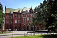 Uniwersytet Jagielloński zajął pierwsze miejsce w rankingu uczelni akademickich 2013. Gmach budynku powstał w latach 1883 - 1887 i reprezentuje styl neogotycki. Autorem projektu Collegium Novum był