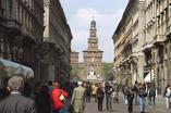 Via Dante to kolejne miejsce, które proponujemy wam odwiedzić podczas wakacji w Mediolanie