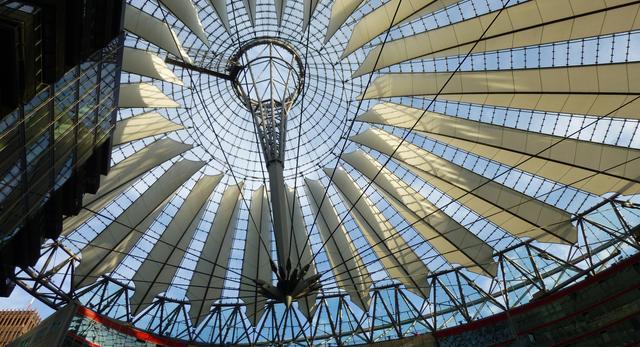 Sony Centre w Berlinie to perełka niemieckiej architektury wspólczesnej