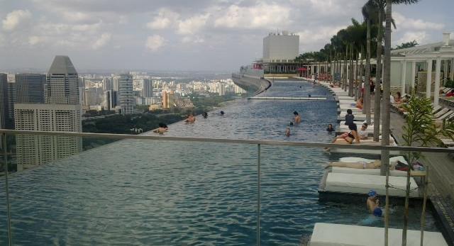 Marina Bay Sands - podoba wam się taki basen na krawędzi