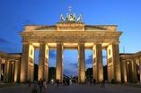 Brama Brandenburska to obowiązkowy punkt wycieczki po Berlinie