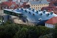 Elewacja BIX w muzeum Kunsthaus stanowi połaczenie architektury i nowych mediów