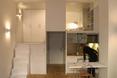 Aneks kucheny w małym mieszkaniu jest w pełni wyposażony