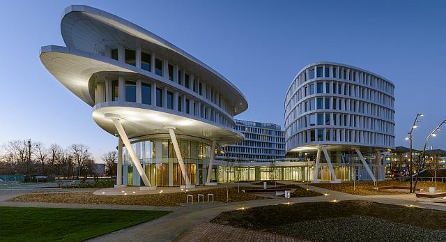 Business Garden to pierwszy, realizowany na tak dużą skalę kompleks, w którym formę i technologię wyznaczają rozwiązania proekologiczne