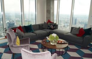 Złota 44 projektu Daniela Libeskinda. Byliśmy na 50. piętrze wieżowca w centrum Warszawy. Zobaczcie wideo z apartamentów