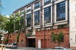 Architektura Warszawy. Hoża 55 w centrum Warszawy oddana do użytku. Zobaczcie apartamentowiec w zrewitalizowanej kamienicy