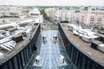 Budynek Plac Unii składa się z trzech oddzielnych kubatur połączonych spektakularnym dachem