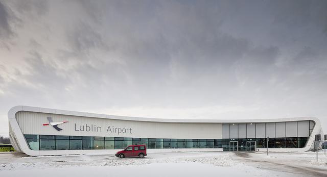 Port Lotniczy Lublin: z pociągu wprost do samolotu. Mamy piękne zdjęcia.