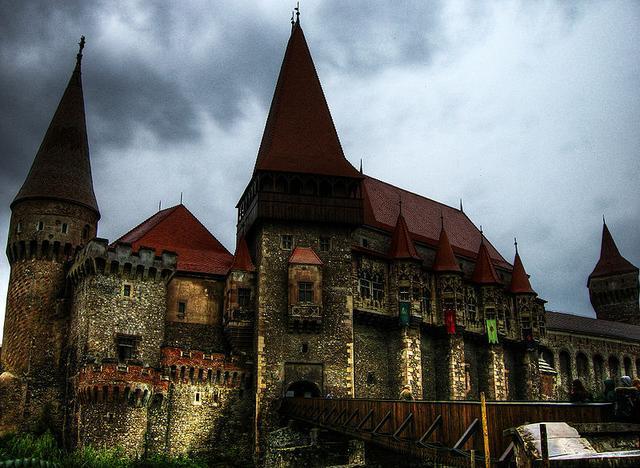 Zamek w Hunedoarze – czy tu przetrzymywano hrabiego Drakulę?