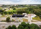 Służewski Dom Kultury projektu WWAA i 137kilo. Niesamowity projekt łączący atmosferę miasta i wisi. Mamy piękne zdjęcia!