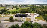 Służewski Dom Kultury projektu pracowni WWAA i 137kilo. NIesamowity projekt łączący atmosferę miasta i wisi. Mamy piękne zdjęcia!