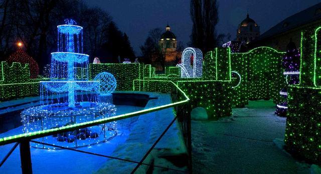 Labirynt Światła: świąteczne iluminacje w Wilanowie