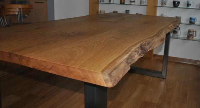 Topnotch Drewniany stół w roli głównej. Meble od TREBORD jako małe dzieła PS94