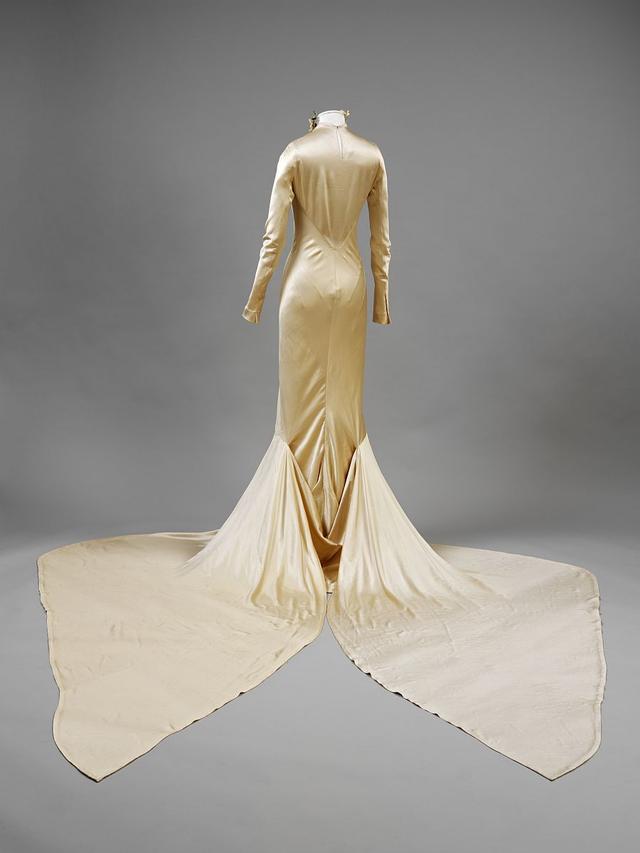 Majówka w Londynie: wystawa sukni ślubnych