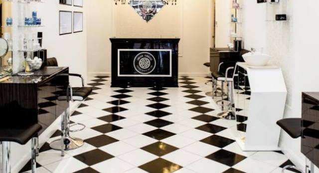 Wnętrze salonu Forever Flawless przy Rose Street