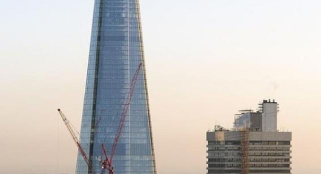 Szklana góra? Bryła wieżowca Shard dominuje w panoramie Londynu