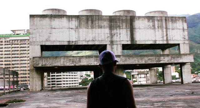 A city within a city. Filmy o architekturze współczesnej