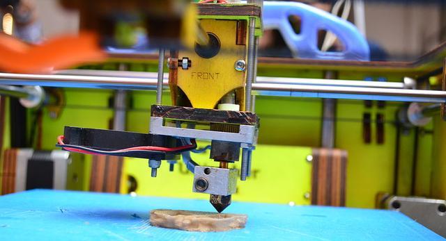 Bryła bransoletki czy kolczyki z drukarki 3D - nowe technologie w złotnictwie