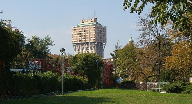 Torre Velasca - wieżowiec w Mediolanie