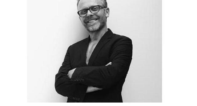 Mirosław Nizio. Warszawski architekt, kreator wnętrz, rzeźbiarz i animator życia społecznego warszawskiej Pragi. Założyciel pracowni NIZIO DESIGN INTERNATIONAL