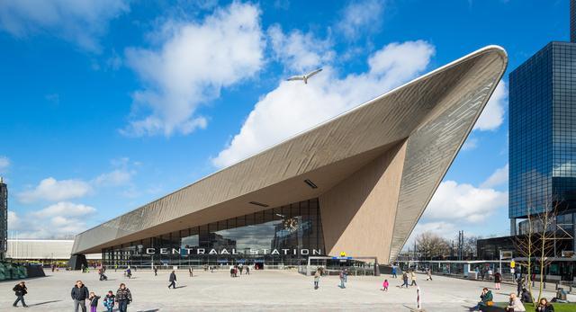 Bryła Nowego Dworca Centralnego w Rotterdamie zachwyca swoim nietypowym kształtem