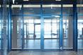 Campus Vodafone: wnętrze z drzwiami przeciwpożarowymi