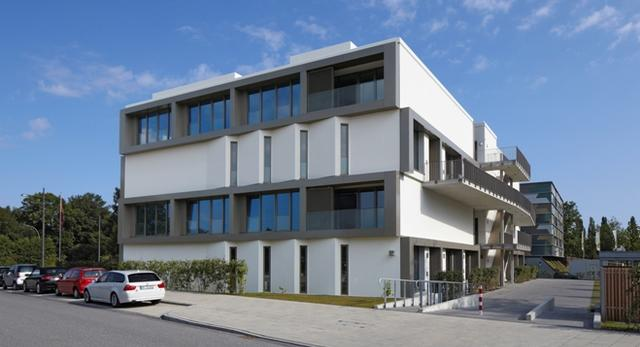 Bryła Hybrid House w Hamburgu prezentuje energooszczędne rozwiązania architektoniczne