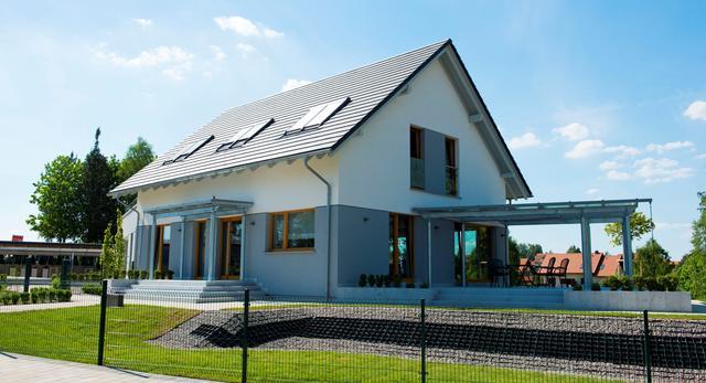 Dom niskoenergetyczny, ocieplony metodą bezspoinową
