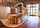 Dziwny dom z UK - tego jeszcze nie było! Czym jest bryła wciśnięta pomiędzy kuchnią a salonem?