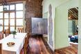 Tu widać jak tajemnicza bryła przebija ścianę, która rozdziela kuchnię i salon