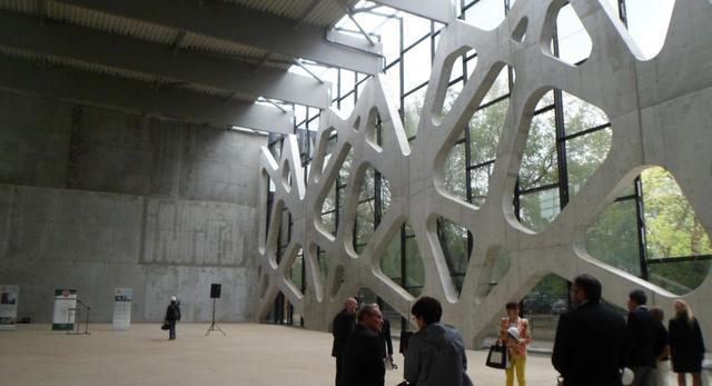 Hala Sportowa,  Centrum Sportowo-Rehabilitacyjne Warszawskiego Uniwersytetu Medycznego. Współczesna architektura Warszawy