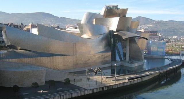 Muzeum Guggenheima w Bilbao - obiekt, który zapoczątkował istnienie tzw. Efektu Bilbao