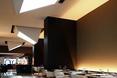 Świetliki we wnętrzu podziemnej restauracji