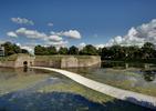 Alternatywa dla zwykłego mostu na korzyść dla krajobrazu - drewniana konstrukcja kładki, która unosi się na wodzie