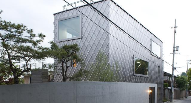 """Dom jednorodzinny """"Steel Lady"""" w Seulu (Korea) autorstwa Chae–Pereira Architects"""