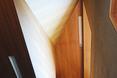 """Klatka schodowa widziana jest inaczej z każdego punktu domu. Bryła """"Steel Lady"""" - domu jednorodzinnego w Seulu autorstwa Chae–Pereira Architects"""