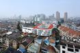 Szkoła podstawowa TianTai No.2 w Chinach w otoczeniu gęstej zabudowy  autor: biuro architektoniczne LYCS z Hong Kongu