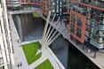 Bryła mostu Merchant Square w Paddington w Londynie sprawia, że przestrzeń jest bardziej dynamiczna  autor: pracownia architektoniczna Knight Architects