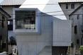 Mały dom w Abiko wygląda zupełnie inaczej niż jego sądziedzi  autor: pracownia architektoniczna fuse-atelier