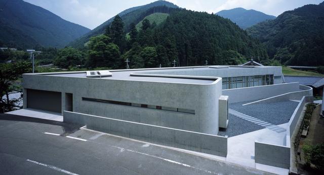Dom jednorodzinny w Japonii - Horizontal house  autor: EASTERN design office