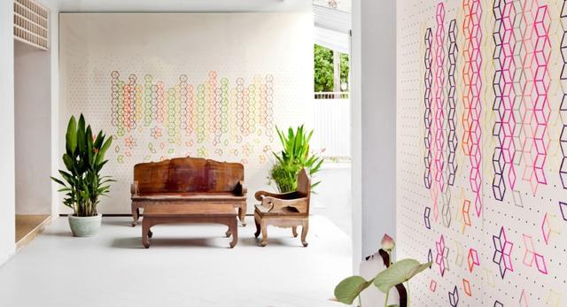 Tajski styl mebli w połączeniu japońskim haftem w nowoczesnym stylu - wnętrze w prywatnym domu w Bangkoku  autor: tripasai architect