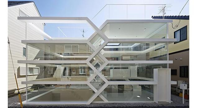 Bryła małego białego domu s-house w mieście Saitama (Japonia)  autor: Yuusuke Karasawa