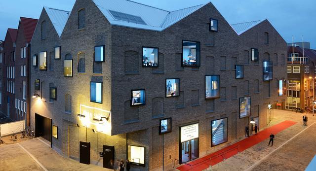 Bryła Poppodium GRENSWERG w holenderskim mieście Venlo  autor: van Dongen - Koschuch architekci
