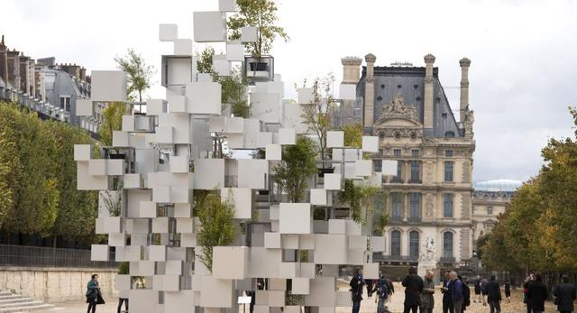 Instalacja artystyczna w formie rzeźby miejskiej - Many Small Cubes autorstwa Sou Fujimoto
