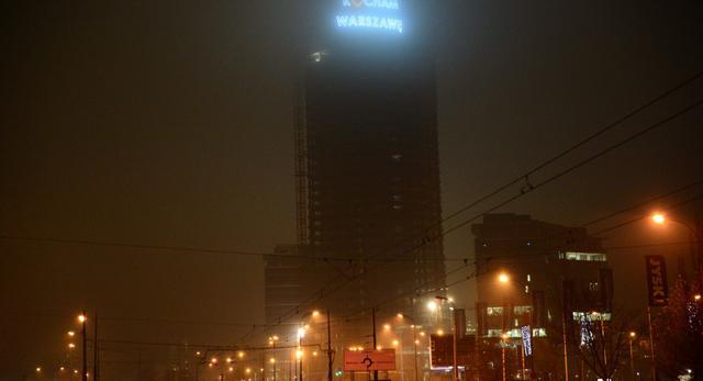 Nowy neon nad centrum Warszawy. Wieżowiec Warsaw Spire