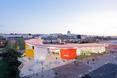 2. Factory Mérida w Badajoz, Hiszpania 2006/2011 - widok na cały obiekt  autor: architekci z biura Selgas Cano w Hiszpanii, twórcy Serpentine Gallery Pavilion 2015
