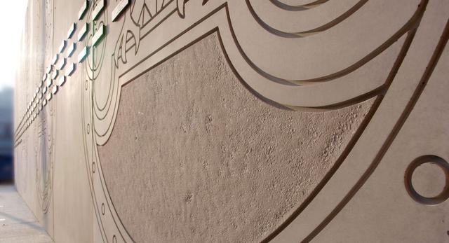 Bryła nowego pomnika w Warszawie. Beton architektoniczny w rzeźbie