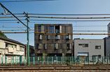 Architektura współczesna w Tokio: apartamentowiec KURO autorstwa KINO Architects