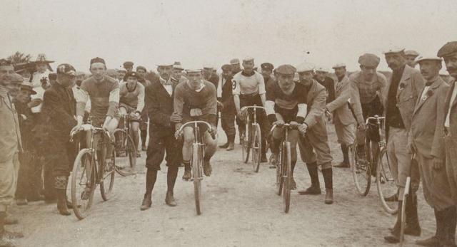 Drewniany rower nie tylko dla hipsterów - drewniane konstrukcje o współczesnej bryle powstawały już przed II wojną światową
